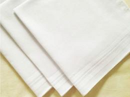 50pcs / серия 100% хлопок мужской стол сатин носовой платок буксиры квадратный носовой платок белее 34см pj0079