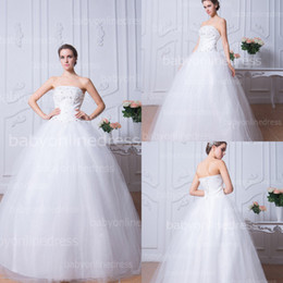 Wholesale 2014 Vintage White Strapless Ball Gown Wedding Dresses Lace Applique Beaded Long Tulle Bridal Gowns with Lace up Back Under BZP0373
