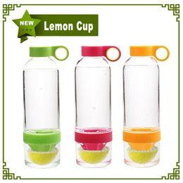 Wholesale Citrus Zinger Lemon Cup Fruit Infusion Water Bottles with Citrus Juicer with retail box