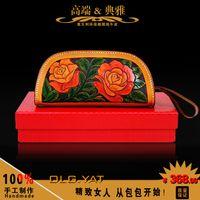 Wholesale HongKong OLG YAT Handmade leather carving purse women s Cosmetic bags object packbag Hobo Bag Italian pure leather wrist bag retro mini bag