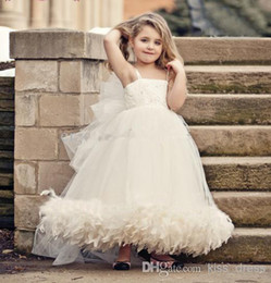 Promotion robes en tulle sans manches 2014 New Arrival Spaghetti Strap Flower Girl Robes Plume sans manches Robe de bal en tulle Princess Dress