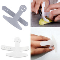 Wholesale Kitchen Finger Protector Smile Face Pattern Cutting Finger Guard Kitchen Tools ZWO