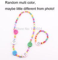 Enfants bijoux meilleurs produits pour bébés! Grossiste enfants enfants bijoux mis ensemble main face sourire collier en bois Set Bracelet ZST59