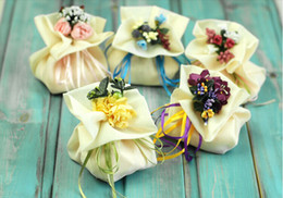 Wholesale 2014 New Yellow Purple Sheer Organza Satin Ribbon Bows Candy Gifts Chocolate Handmade Favor Holders For Wedding Party Creative Candy Boxes