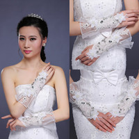 Wholesale Exquisite real image Cheap wedding Gloves Shining Crystal Beaded Bridal Gloves Low Price High Quality Short Gloves In Stock