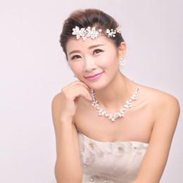 Wholesale Modern Butterfly and Flower Three piece Bridal Accessories Rhinestone Tiaras Necklace Hair Accessories Wedding accessories