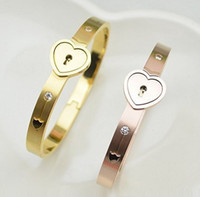 Wholesale latest Fashion Lovers Stainless Steel crystal Bracelet Bangle Necklace Set Triumph In The Skies Love Heart Lock set