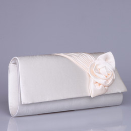 Wholesale Cream Bridesmaid Clutches with Champagne Flowers Evening Clutch Ruffled Satin Party Clutches Cocktail Purse Red Bridal Hand Bags with Chain