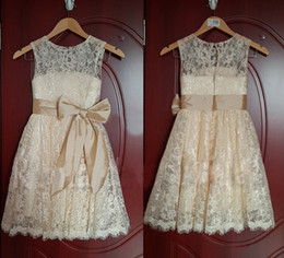 2019 Hot Sales Lovely Real Image Lace Flower Girl Dresses Removable Bow Sash Sleeveless Scoop Neckline Vintage Long Kid's Gowns F002