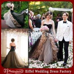 Fabulous Champagne Black Gothic Wedding Dress Ball Gown A Line Strapless Ruffles Tulle Zipper Back Sweep Train Vintage Bridal Gowns