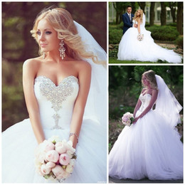 New Ball Gown Princess Wedding Dresses Sweetheart Sleeveless Beaded Rhinestone Ruffles Chapel Train Tulle Bridal Gowns Custom Made