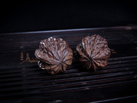 Wholesale Natural walnut hand carved wooden incense health care players to turn the ball solid pieces