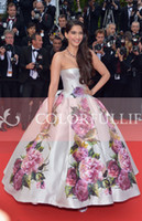 Reference Images Floor-Length A-Line Glamorous Shiny Satin Pageant Dresses Sexy Strapless Backless Sonam Kapoor Nice Dress in Cannes Film Festival Glitz Celebrity Gown BO3084