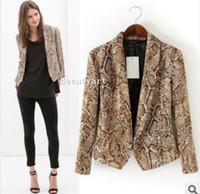 Precio de Snake skin-Los bolsillos del abrigo elegante impresión de la piel de serpiente de la chaqueta de manga larga de las señoras traje outwear la capa ocasional de la venta caliente