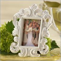achat en gros de pas cher cadres photo blanc-Livraison gratuite 20 pcs Elegant White Baroque Wedding Place Card Holder Photo Frame cheap favor