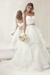 Wholesale 2015 элегантный милая линии рюшами из органзы свадебные платья с гофрированной юбкой и пояса свадьбы платья