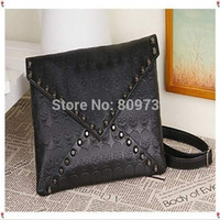 Clutch Bags Unisex Plain 1PC New Fashion Korean Designer Rivet Envelope Single Shoulder Women Bag Skull Clutch Crossbody Punk Brand Handbags Free