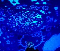al por mayor hella proyector-Hello KITTY Flash LED Noche Luz LED Star Proyector Lámpara Para Día de San Valentín Decoración navideña Niños 'Toy Gift