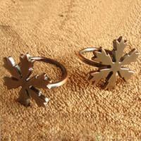 Wholesale New Arrivals cm Zinc Alloy Snowflake Design Vintage Napkin Rings Napkin Holder Table Decoration Wedding Supplies LZMZS5
