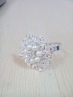 Wholesale of pearl and diamond flower pattern napkin ring for wedding party banquet