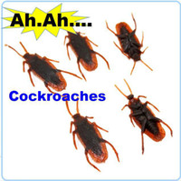 Wholesale Humor Jokes toys lifelike fake cockroach Playing a trick scary horror insect for Halloween decoration props party
