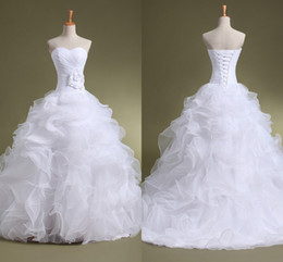 Acheter en ligne Robes blanches chérie volants de mariage-Robes de mariée en organza volants chérie Sweetheart Lace-Up Backless étage-longueur avec la fleur faite à la main Robe de mariée le moins cher Livraison gratuite ZA03