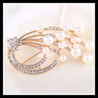 Wholesale 5 Style Girls Pearl Brooches Gold Plated Pearl Pins High Quality Body Jewelry Sets Men Rhinestone Brooch Flowers Women Wedding Dress Pins