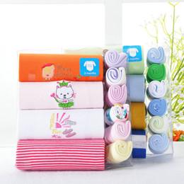 Wholesale Baby Bodysuits Handkerchief Sets Newborn Feeding Towel Bibs Shortalls Overall Babywear
