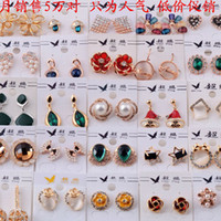 Wholesale Factory direct Korean exquisite earrings Crystal Rhinestone gold Pearl Earring Studs Fashion jewelly Earring for Girls