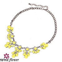 Wholesale Brand Yellow Green Acrylic Factory Price New Fashion Western Red Jewelry Collar Women Flower Pendant Necklace Pure Crystal Rhinestone