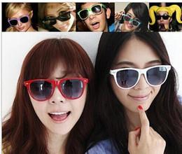 Gafas de sol wayfarers en Línea-Gafas de sol de moda Universal clásico Wayfarer Shades Aire libre coloridos lentes populares gafas de sol