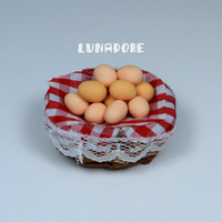Wholesale 1 Eggs in Red Bamboo Basket Kitchen Dollhouse Miniature For Re ment Orcara Miniature Toys Dolls Accessories
