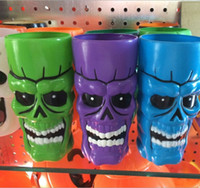 plastic beer cup - 500ml Plastic Halloween Color Skull Cups Crystal Skull ware Beer Cup Creepy Cool for Halloween Fashion Gift Manual Frozen A765