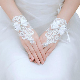 Wholesale The bowknot of sexy lace white wedding the bride gloves red fingerless model wedding dresses