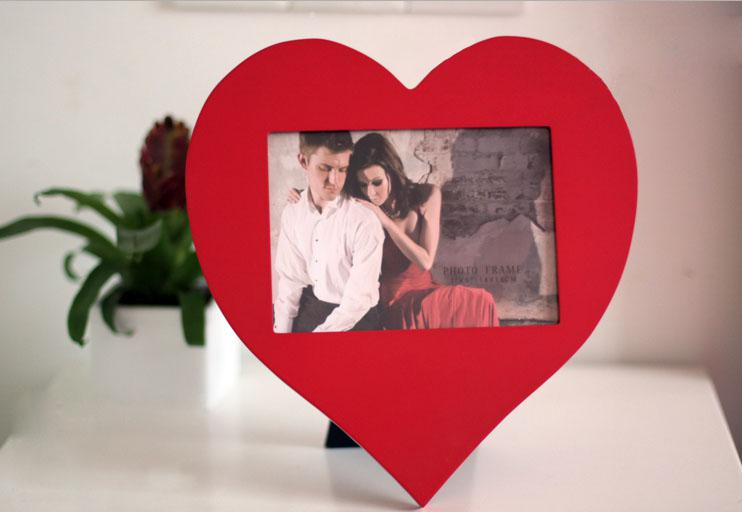 hot promotional red heart shaped wooden photo frame 4x6 wood picture frame for tabletop display home