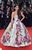 Cheap Glamorous Shiny Satin Pageant Dresses Sexy Strapless Backless Sonam Kapoor Nice Dress in Cannes Film Festival Glitz Celebrity Gown BO3084