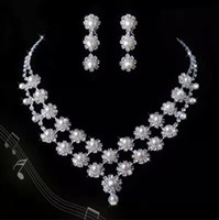 Wholesale Dazzling Bridal Wedding Dresses Jewelry Necklace Set With Erring Drill Flower Necklace Stock Evening Dress Pearls Necklace Bridal Accessory