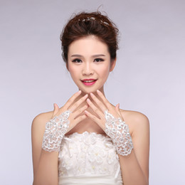 Wholesale Vintage Lace Wedding Dresses Bridal Gloves Accessories Applique Rhinestones Fingerless Crystals Pageant Evening Dress Women Gloves In Stock