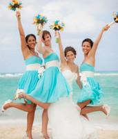 Precio de Líneas blancas-Luz azul blanco de la cinta 2015 una línea de vestidos de dama de honor con el amor sin tirantes de gasa corto de playa mini tema de vestidos de boda vestido de boda