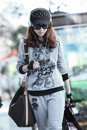 Wholesale autumn new Ms Winnie casual fashion sportswear sweater suit M L XL