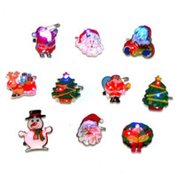 Wholesale 100pcs Flashing Christmas Led Brooch X mas Tree Led Pin Children Gifts Theme Party Cosplay Adornment L025