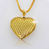 Wholesale 18 k gold classic heart shaped box pendants can pack perfume cotton and photos p30032