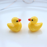 Wholesale 100pcs Resin quot Rubber quot Ducks d yellow little duckling Resin DUCK Charm cabochon Pendants w holes on top mm