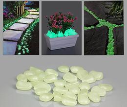 Wholesale 50pcs pack artificial Glowing stones Photoluminescent pebbles for garden pave aquarium decoration