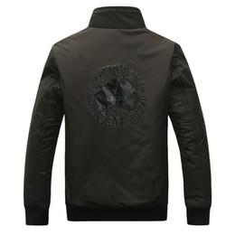 Wholesale Al por mayor a prueba de viento impermeable de los hombres ocasional militar chaquetas tamaño M XL al aire libre de la manera básica de los hombres del estilo Top piloto Coats