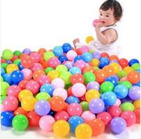 Boule colorée douce Avis-Wholesale-50pcs / Lot Colorful boule Fun Ball en plastique souple d'expédition Balle Ocean bébé Kid Toy Swim Pit Toy gratuit