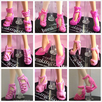 achat en gros de 12 chaussures de poupée-Vente en gros-30Pairs / lot La plupart des belles variétés de couleurs de styles Top Sandales Bottes de qualité pour Barbie Original Fashion Doll Shoes Girl Gift