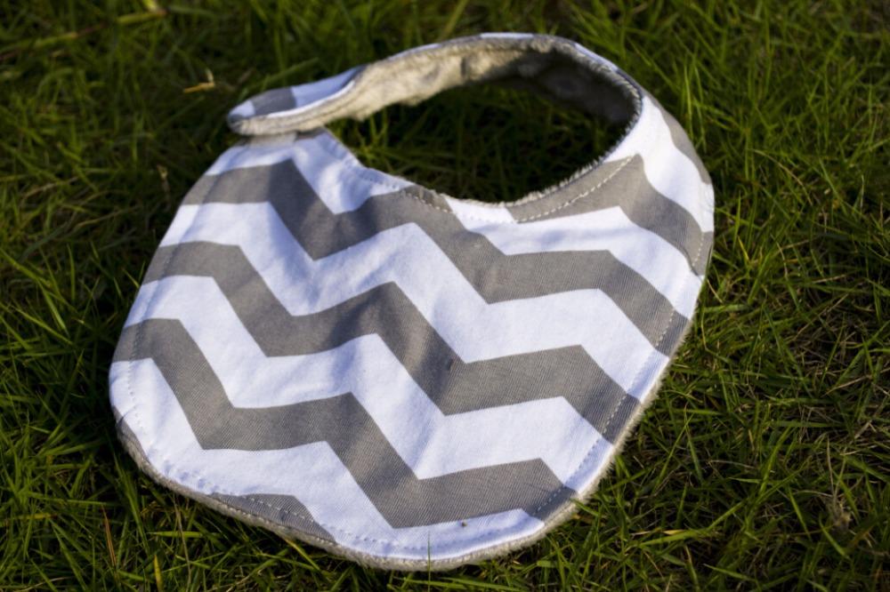 Wholesale- 2017 hot sale !!!Wholesale embroidered seersucker chevron baby bib cotton Baby kid bibs