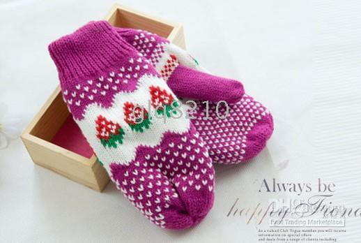 Wholesale Xmas Cute Girls Thick Wool Gloves Strawberry Pattern Mittens Color Women s Brand New pair