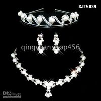 Wholesale stunning bridal wedding dress Accessories Tiaras amp Hair set of the bride